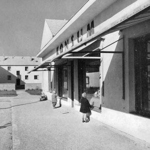 UND DANN KAM DER KONSUM... Das Foto aus der Mitte der 50er Jahre ...
