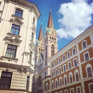 streets of Vienna ❤️ **************************************************** #wien #summervibes #österreich #vienna #wienmalanders #vienna_austria #vienna_city #vienna_go #vienna_online #architecture #viennagram #streetsofvienna...