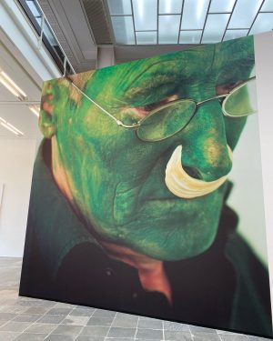 vídeňská edice #arttherapy nesměla chybět . Lois Weinberger Maja Vukoje . #art #modernart ...