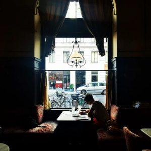 Colazioni da re . #cafesperl #cafe #vienna #wien #austria #traveladdict #shadow Café Sperl