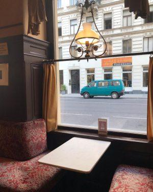 Fenêtre sur rue. #cafesperl#vienne#autriche Café Sperl