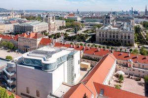 MQ Libelle - Museums Quartier Wien Das Museumsquartier Wien mit der Libelle auf ...