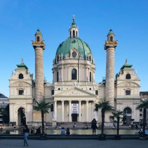 Top Kirche aus Wien. ________ #vienna #wien #karlskirche #travel Wiener Karlskirche