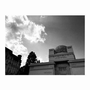 Glamorous indie rock&roll Vienna, agosto 2021 #travelblogger#portraitart#travellgram#storyofthestreets#picoftheday#viennatouristboard#photooftheday#1000thingsinvienna #instaart#portrait#arts#vienna #wien #viennagoforit #bnw_captures #wienmalanders#igersvienna#travel #vienna_austria #igersaustria#wienliebe #photography #gustavklimt #art...