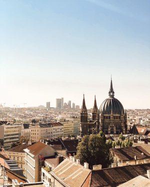 Vienna or Rome? 😜 #skyline #viennaskyline #vienna_austria #viennacity #stadtwien #ikeawestbahnhof #igersvienna #igersaustria #shotoniphone #summervibes #1000thingsinvienna #wienliebe #wien🇦🇹...