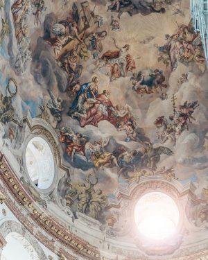 Просто отвал башки, как это классно смотрится на месте😲 Wiener Karlskirche