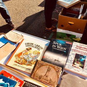 : 😱 TITEL 😱 ...........#horror #wahnsinn #wien #vienna #bücher #books #sustainable #sustainablefashion #sustainableliving #vintagestyle #vintage #wandern #books...