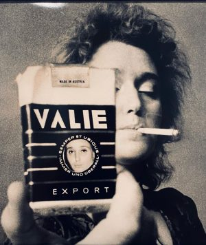 #iconic #feminismus in #österreich. . . . . #frauengesicht #femaleartist #valieexport #art #goddess Albertina Modern