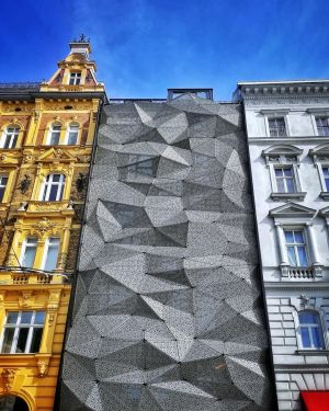 This is the latest addition of architecture on the Rechte Wienzeile. You can see it from the...