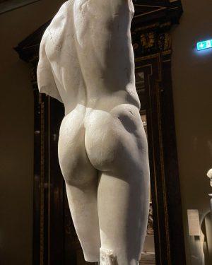 То что для одного срам и стыд, для другого произведение искусства созданное Богом ...