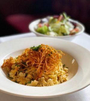 Der heutige #tagesteller 🤍 #eiernockerl mit grünem Salat 🥗 wir servieren die Nockerl mit geröstetem Zwiebel on...