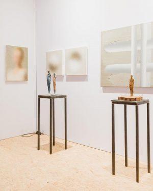 Impressions from #viennacontemporary2021 🌫 @galleria_dorisghetta presents works by #waltermoroder, @robertbosisio, @leonardo_silaghi and #hugovallazza ...