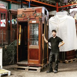 Die Zeit ist reif 🕰 . ... die Restaurierung des prunkvollsten Stücks Wiener Aufzug Geschichte aus unserer...