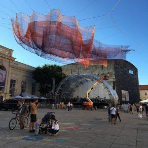 Earthtime 1.78 - a net sculpture by Janet Echelman at MuseumsQuartier Wien MQ ...