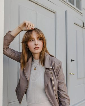 Monochrome Outfit! 🤍 Kombiniere deine Lederjacke zu jedem Trend, egal ob als Highlight ...