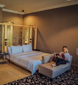 Casually matching the hotel room 😎 #100prozentfit . . . #LeMeridienVienna #vienna #instavienna #wien #viennatouristboard #hotelsinvienna #LeMeridien...