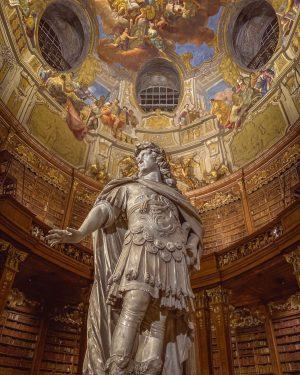 #nationalbibliothek #wien #museum #langenacht #statue #kunst #vienna #art #austria #travel #lights #library #österreich ...