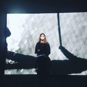 surrendering to my executioner.. #museumnight #mumok #imagination #operasinger #redhead mumok - Museum moderner ...