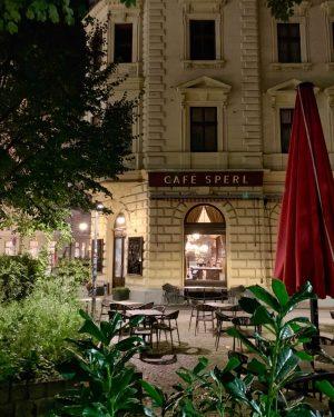 #vienna by night. 💟 abendliche Stadtspaziergänge mit @josephine_nektarine Café Sperl